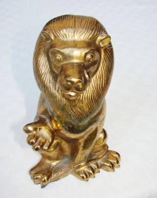 Pusculita veche din antimoniu aurit in forma unui leu foto