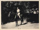 B151 Tanara calare pe cal perioada monarhista
