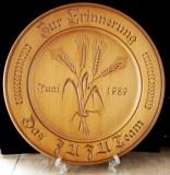 Farfurie veche din lemn sculptat.Ziua Recoltei 1989.