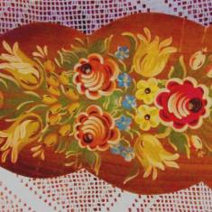 Placa veche din lemn pictata manual cu flori.An 1978. L 53cm.