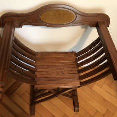 Jilt ,scaun vechi francez,din lemn masiv