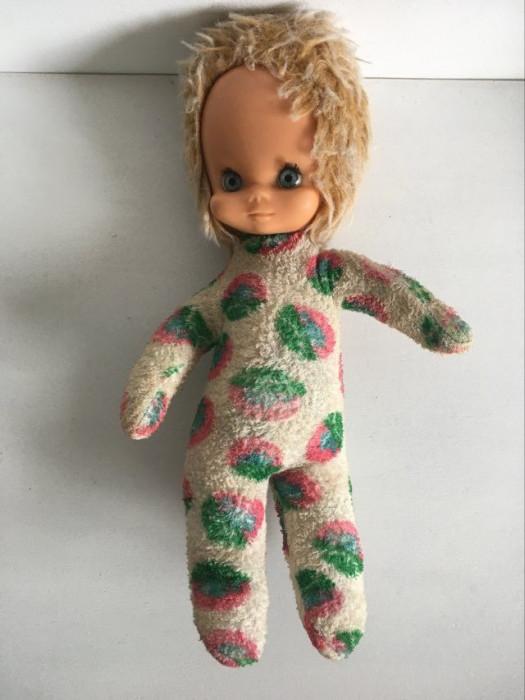Papusa veche, anii 70, fata de cauciuc si corp textil, 30 cm