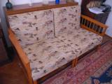 Canapea extensibila cu dimensiunea 160x200 cm si lada de pat
