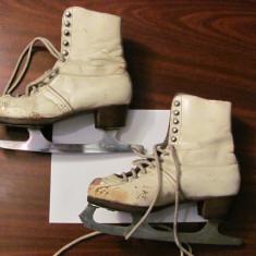 CY - Pereche veche patine gheata / 27 cm talpa / marcaj SUPER pe lama