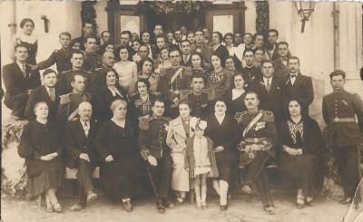 Fotografie ofiteri romani cu sabii, decorati, anii 1930 foto