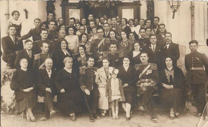 Fotografie ofiteri romani cu sabii, decorati, anii 1930