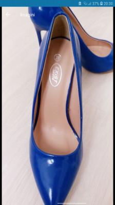 Pantofi stiletto albastri foto