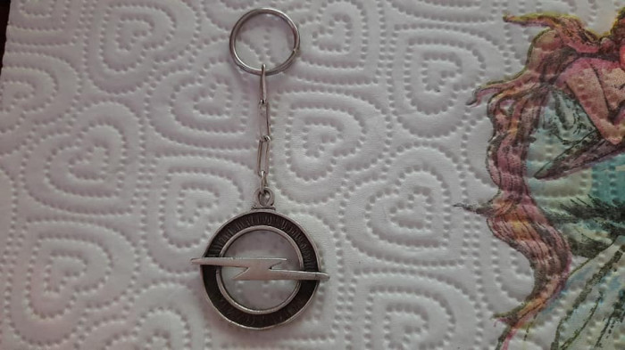 Breloc Opel argint