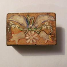 GE - Suport vechi metalic (alama) pictat manual pt. cutie chibrituri / chibrite