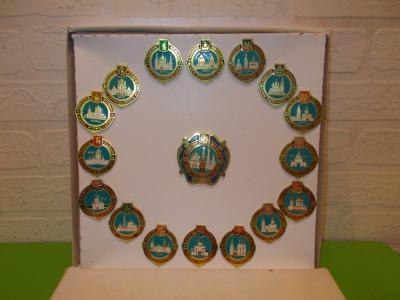 Colectie integrala INSIGNE cu BISERICILE DE AUR ale RUSIEI / cutia originala foto