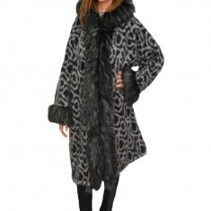 Jacheta ,nuanta gri inchis ,din lana cu captusala subtire, blanita neagra cu alb