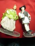 2 Papusi imbracate in costume populare romanesti , h= 21cm