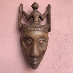 Masca veche balineza,sculptata in lemn masiv