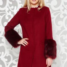 Palton LaDonna visiniu elegant cu un croi drept din lana cu insertii cu blana ecologica