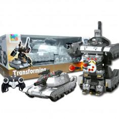 UNICAT! ROBOT TRANSFORMERS CU TELECOMANDA,SE TRANSFORMA IN TANC SAU ROBOT,NOU.