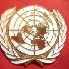 Insigna ONU de Bereta ,metal aurit si email , L= 5,5 cm