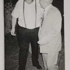 POETUL ADRIAN PAUNESCU SI NICOLAE VACAROIU ( CU SPATELE ) , FOTOGRAFIE DE PRESA , ANII '90