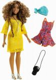 Cumpara ieftin Papusa Barbie, fashionista creata si cu haine de schimb