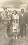 Familie din Banat copii cu jucarii anii 1930 perioada monarhista