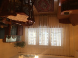 Mobila sufragerie, bibelouri, covoras si candelabru incluse in pret