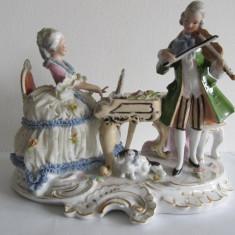 Bibelou din portelan . pianista si violonist ,  21 x 11 x 17 cm