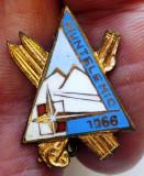 I.866 INSIGNA ROMANIA TURISM ORIENTARE SKI SCHI MUNTELE MIC 1956 h20mm email