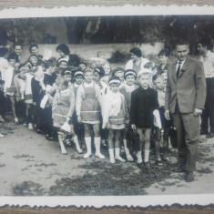 Lot 5 fotografii cu elevi premianti// perioada comunista