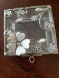 XZ Cutie de bijuterii  decorata cu flori de sidef