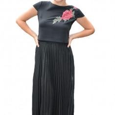 Fusta Ximena lucioasa, model plisat, nuanta de negru