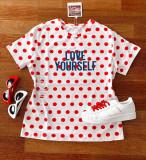 Tricou dama bumbac fin 100% alb cu buline rosii cu maneca scurta si imprimeu Love Yourself