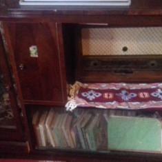 Mobila antica anii 60 din lemn tare