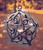Pandantiv celtic pentagrama din Brisingamen