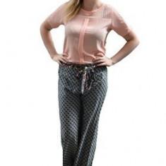 Pantalon salvar gri-visiniu, model rafinat de vara, cu imprimeu mare