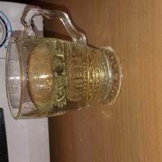 Vand tuica de struguri 8 lei /litru