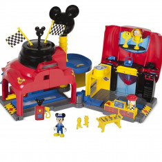 Mickey Mouse si garajul Roadster Racers
