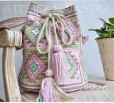 Cumpara ieftin Genți crosetate manual, ornamentate cu motive populare (colectia urban)