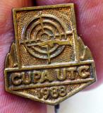 I.853 INSIGNA ROMANIA CUPA UTC 1988 TIR h18mm fără email, ac oxidat.