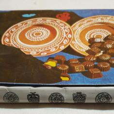Cutie veche comunista de colectie PRALINE Bomboane fine de ciocolata 1973