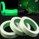 Banda fosforescenta autoadeziva, rola 25 m lungime, lumineaza verde, PRC