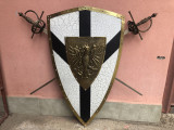 Panoplie veche franceza ,scut,cu blazon regal si doua sabii incrucisate