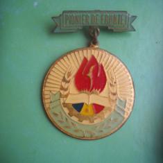 HOPCT ROMANIA INSIGNA VECHE PIONIER DE FRUNTE /FORMAT MARE -[ 2 ]