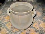 2839-Oala rustica groasa ceramica veche. Stare buna, marimi 25/25 cm.