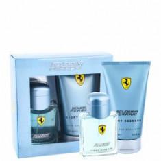 Set cadou Scuderia Ferrari Light Essence (Apa de toaleta 75 ml + Gel de dus 150 ml), pentru barbati