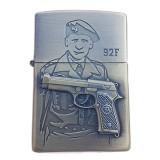 Bricheta tip zippo, 3D relief, metalica, soldat pistol 92F
