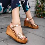 Sandale Vanita aurii cu platforma