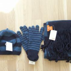 Set caciula, fular, manusi lana+2 fulare cadou, valoare 100 lei, NOI, pret soc!