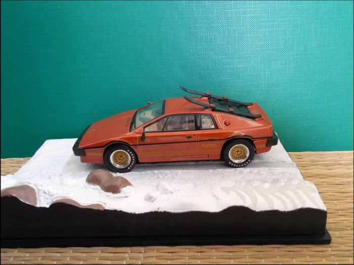 Macheta Lotus Esprit Turbo (1981) 1:43 Universal Hobbies