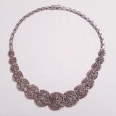 Garnitura; colier si bratara din argint cu marcasite