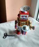 Jucarie tabla de colectie nerd, hipster - robot tobosar