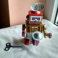 Robot jucarie din tabla cu cheie - robotel tobosar de colectie Defect